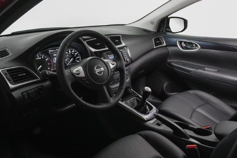 Front interior SENTRA SR TURBO at Agincourt Nissan