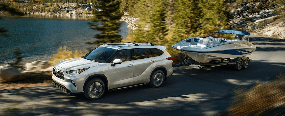 2020 Toyota Highlander towing boat on wisconsin lake road
