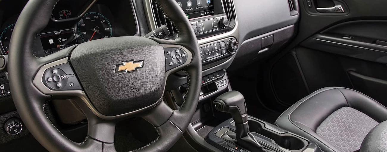 The black interior is shown in a 2020 Chevy Colorado Z71 in Indianapolis, IN.