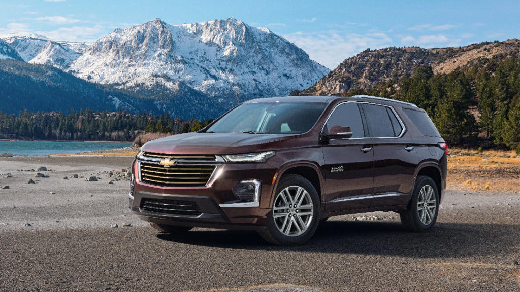 2022 Chevy Traverse High Country parked along a mountain side lake
