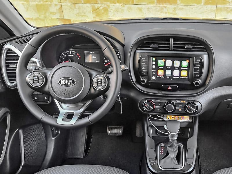 2021 Kia Soul interior technology and convenience