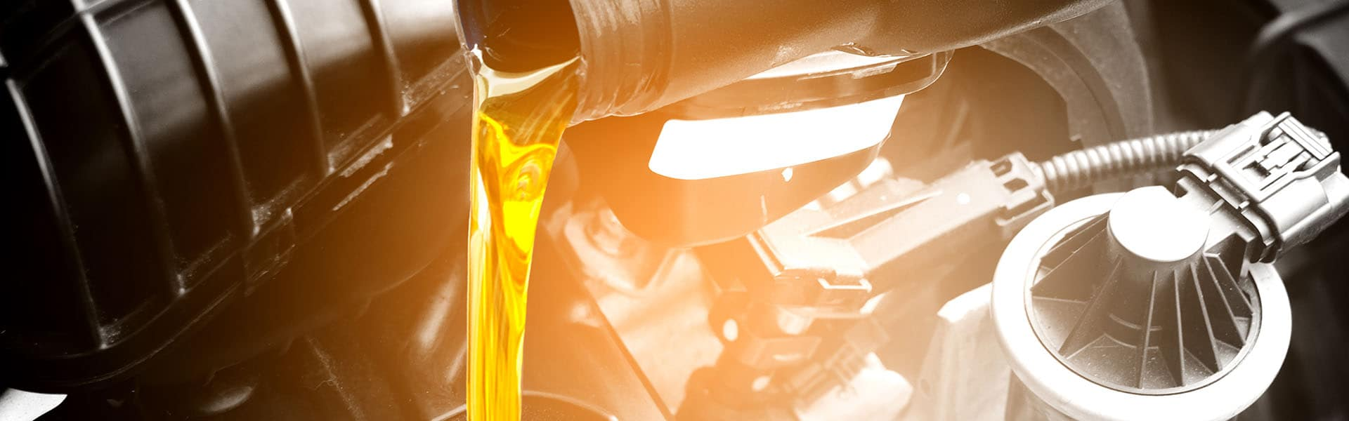 Refueling and pouring oil quality into the engine motor car Tran