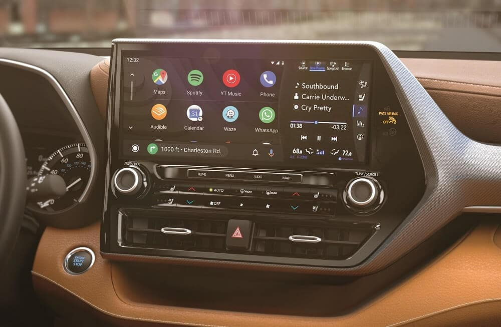 Toyota Highlander Apple Car Play Technology