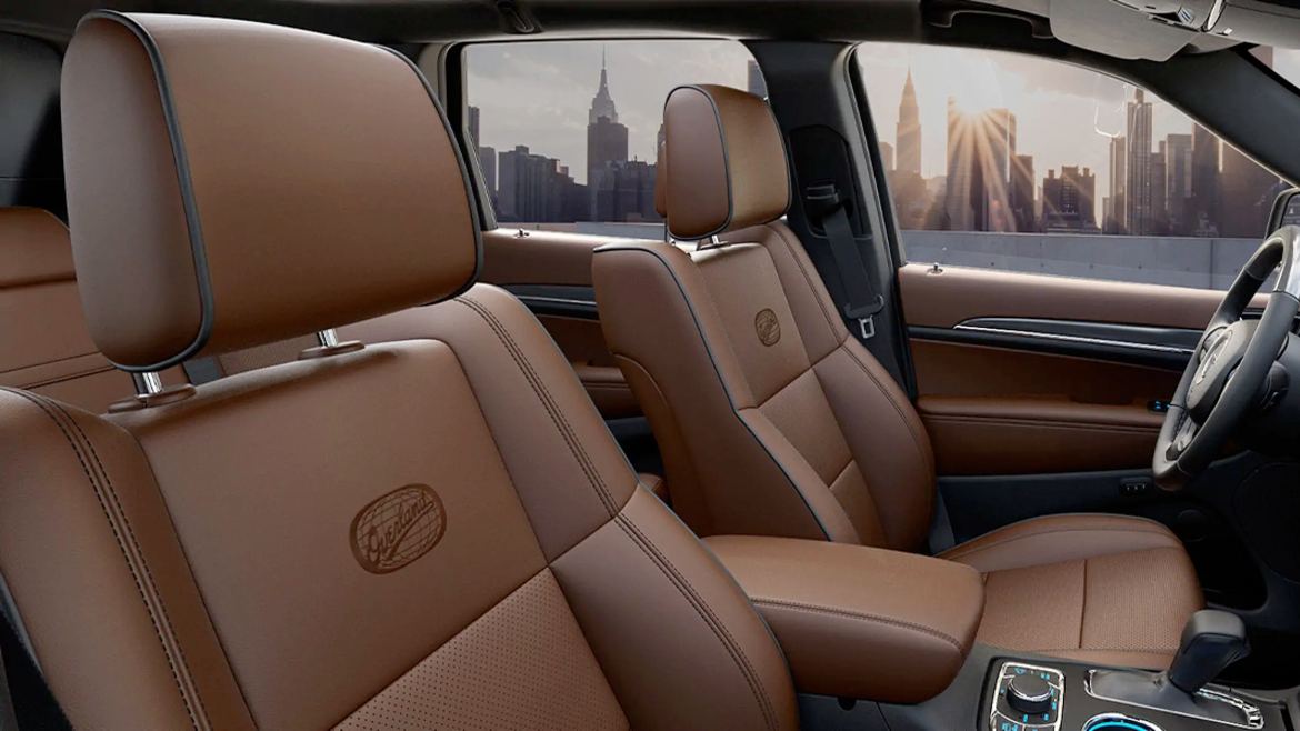 2021 Jeep Grand Cherokee Overland Nappa leather-trimmed heated and ventilated front seating