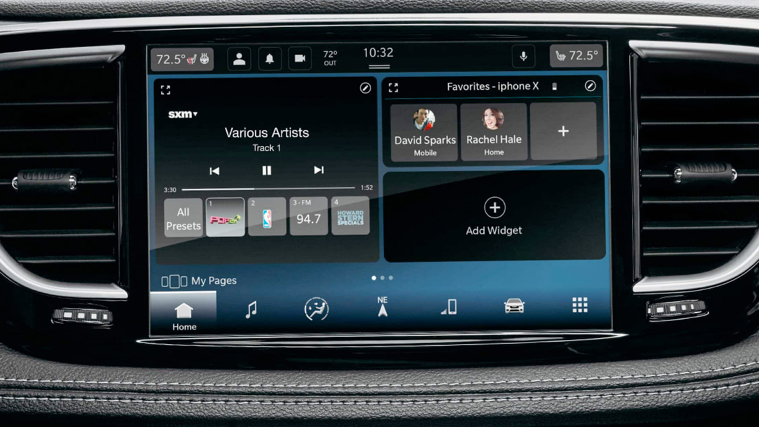 Touchscreen of the 2021 Chrysler Pacifica.