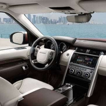 2017 Land Rover Discovery Front Interior