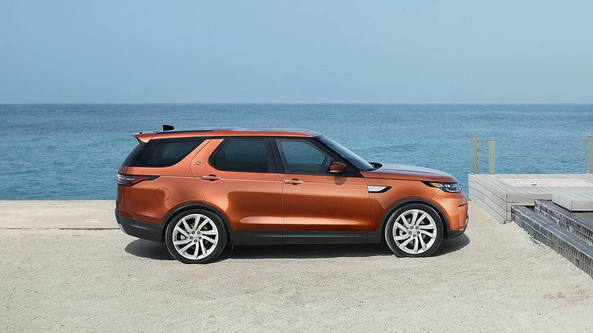 Side Profile of 2018 Land Rover Discovery Exterior