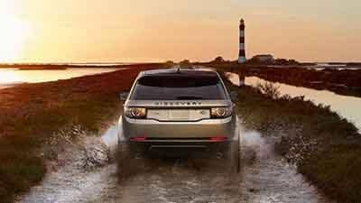 2018 Land Rover Range Rover Discovery Sport Terrain Response driving through water