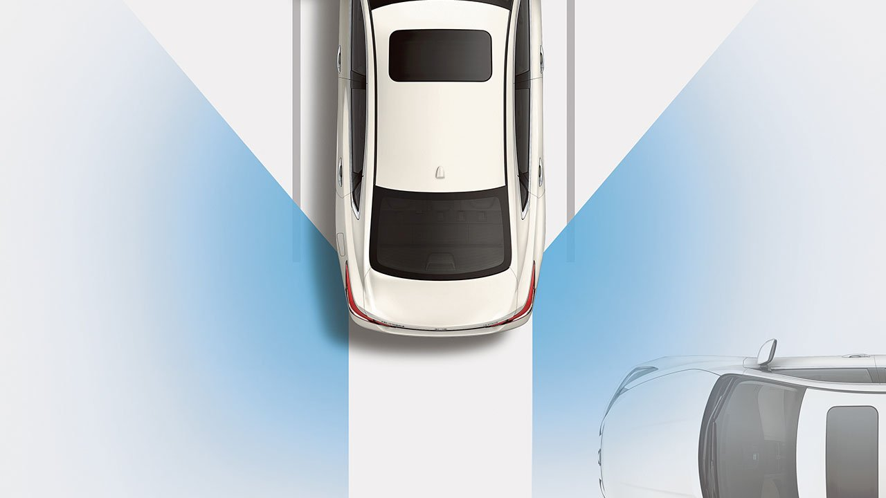 altima-safety-shield-rear-cross-traffic-alert