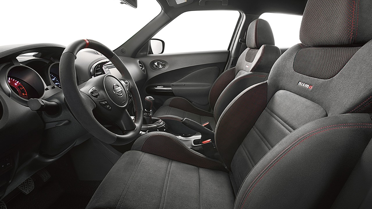 2017-nissan-juke-nismo-interior-black-leather-red-trim