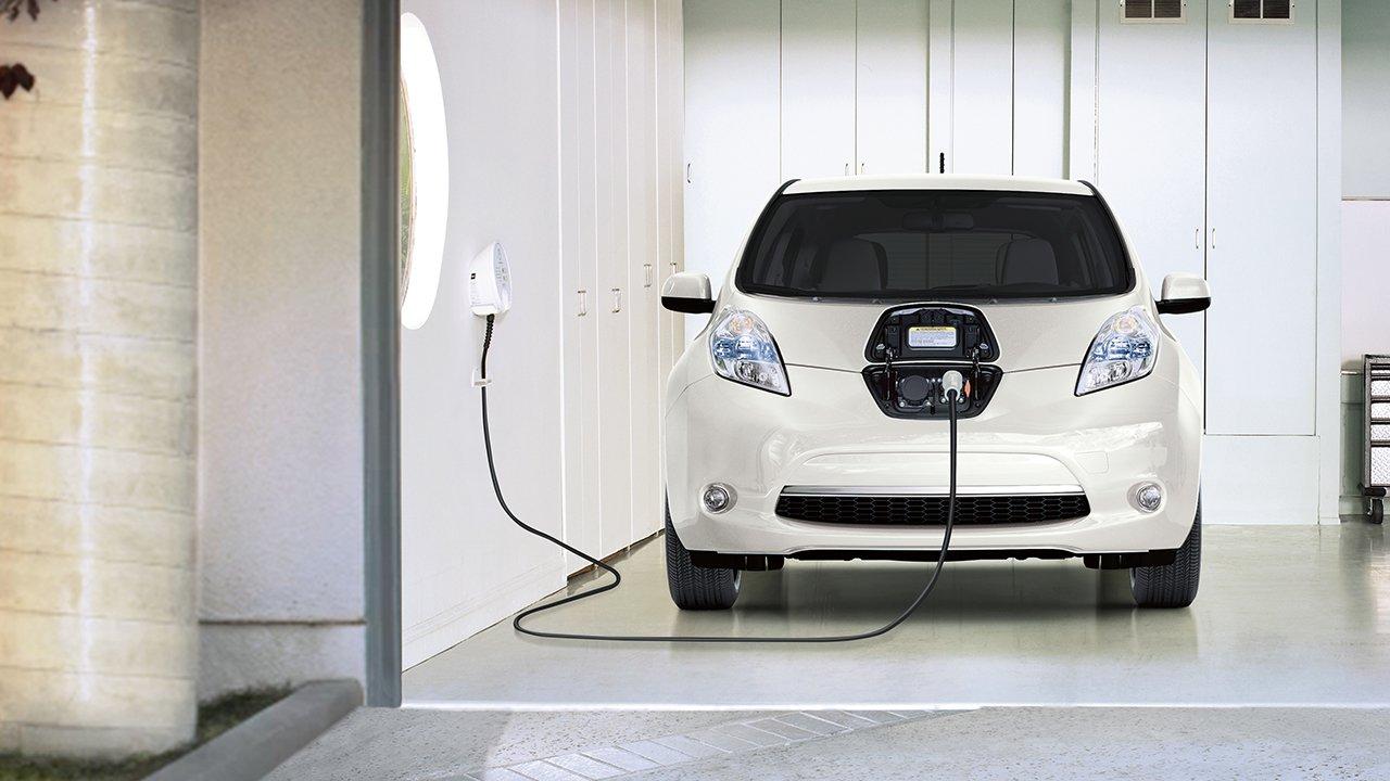 2017-nissan-leaf-charging-station