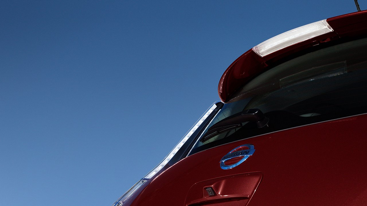 2017-nissan-leaf-rear-view-red