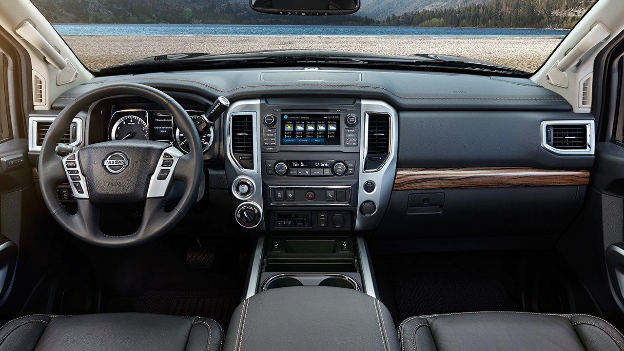 2017-nissan-titan-interior-dash