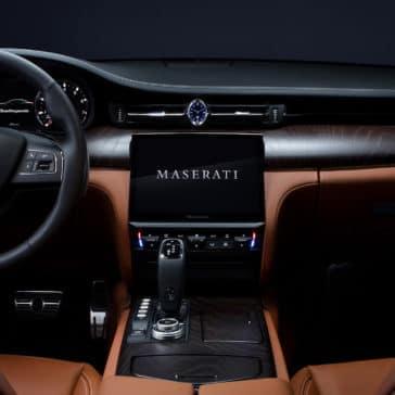 2021-maserati-quattroporte-dashboard