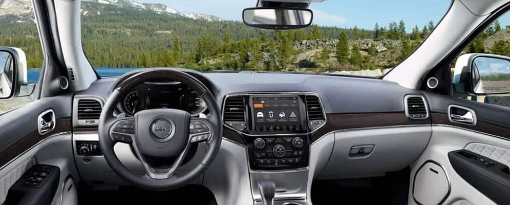 2019 Jeep Grand Cherokee Interior Dashboard and Console with Mountain view