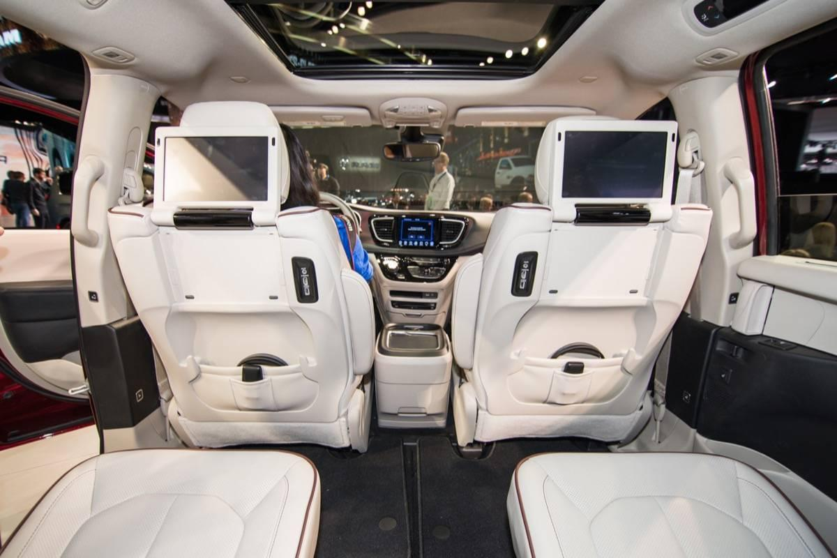 2017 chrysler pacifica interior naias 2016 live 015 quirk chrysler dodge jeep ram dorchester for Chrysler pacifica 2017 interior