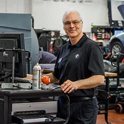 Service tech Photo