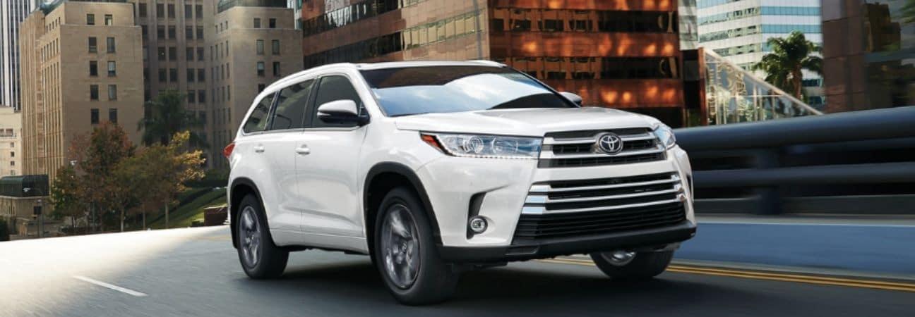 Toyota Highlander white SUV