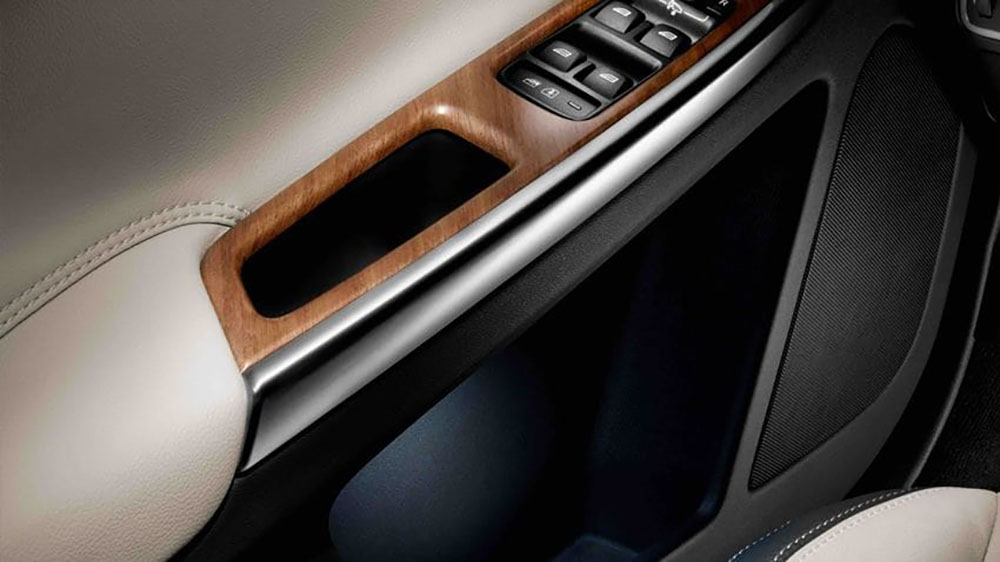2017 Volvo XC60 Door