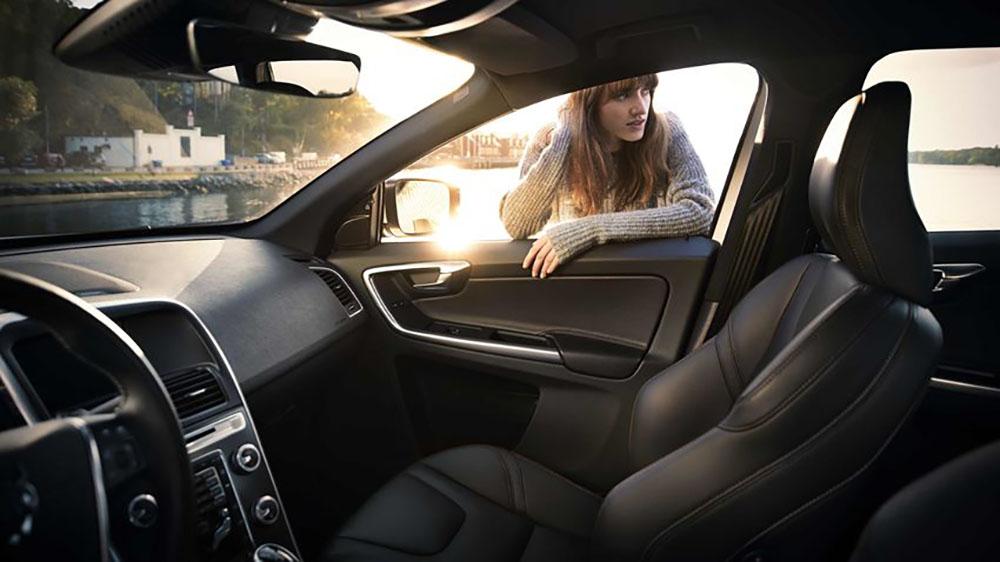 2017 Volvo XC60 Front Seats