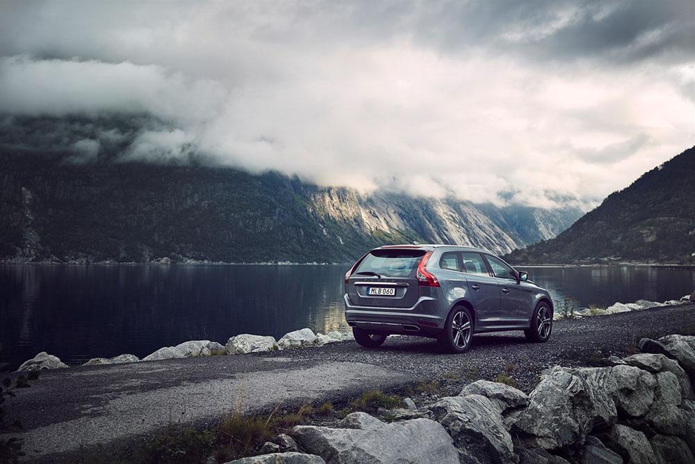 2017 Volvo XC60 Mountains