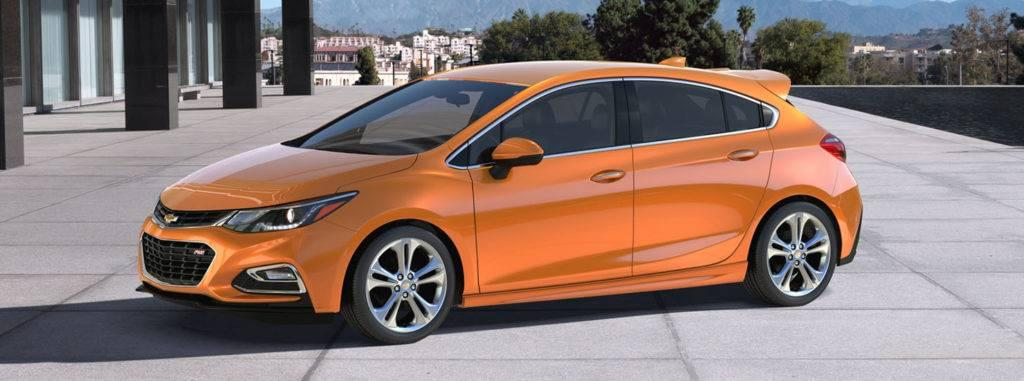 2017-chevrolet-cruze-hatchback-side