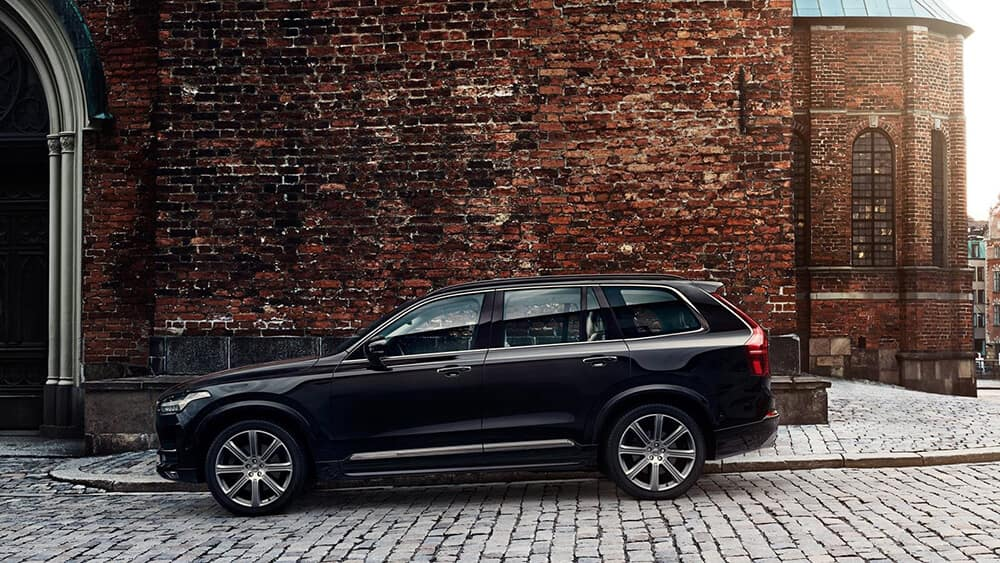 2018 Volvo XC90 Side