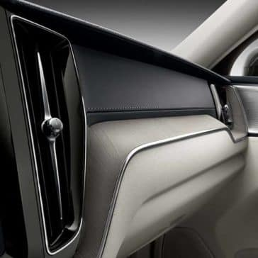 2019 Volvo XC60 dashboard