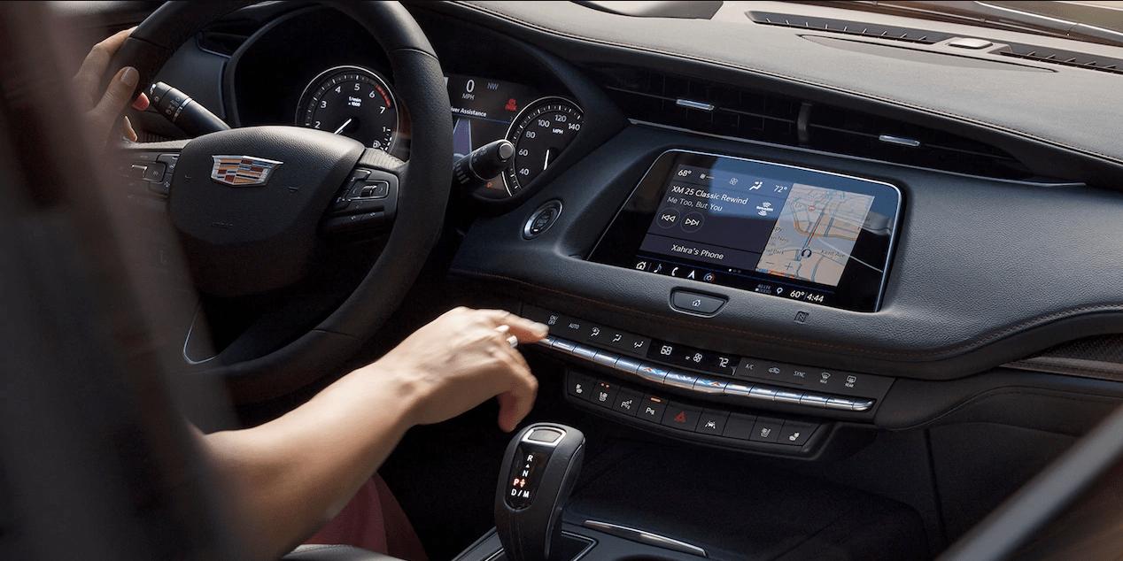2019 Cadillac XT4 interior dashboard display
