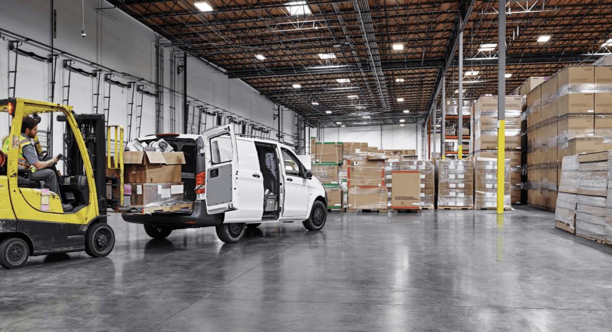 2019 Mercedes Metris Van loading cargo