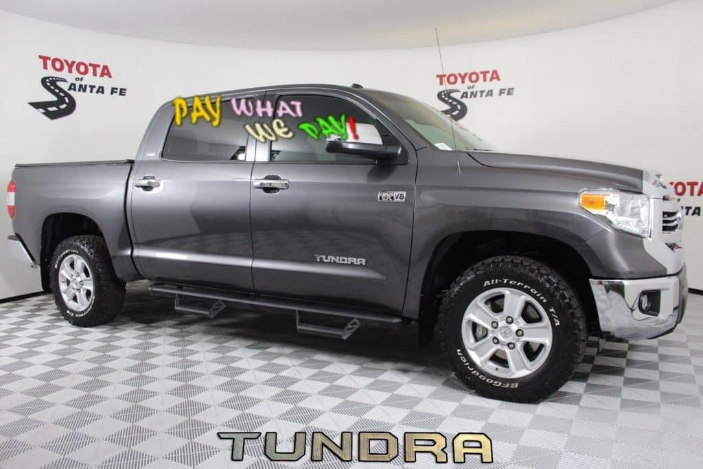 Pre-Owned 2017 Toyota Tundra SR5 4WD  HX585323T