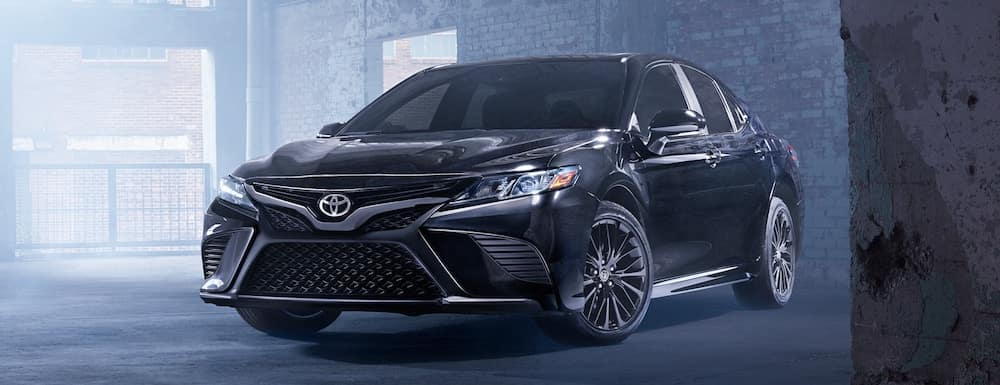 2019 Toyota Camry SE in midnight black